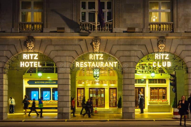 Ritz hotel przy nocą w Londyn obrazy royalty free