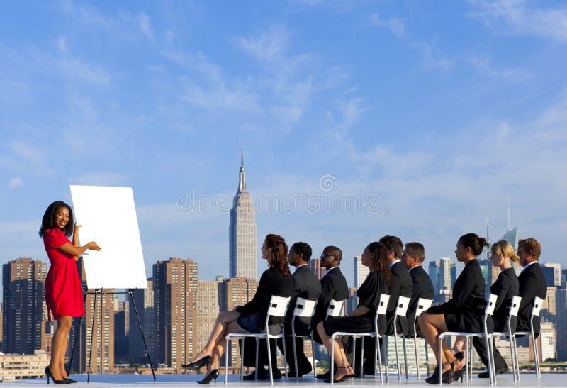 Riunione d'affari all'aperto in New York fotografia stock libera da diritti