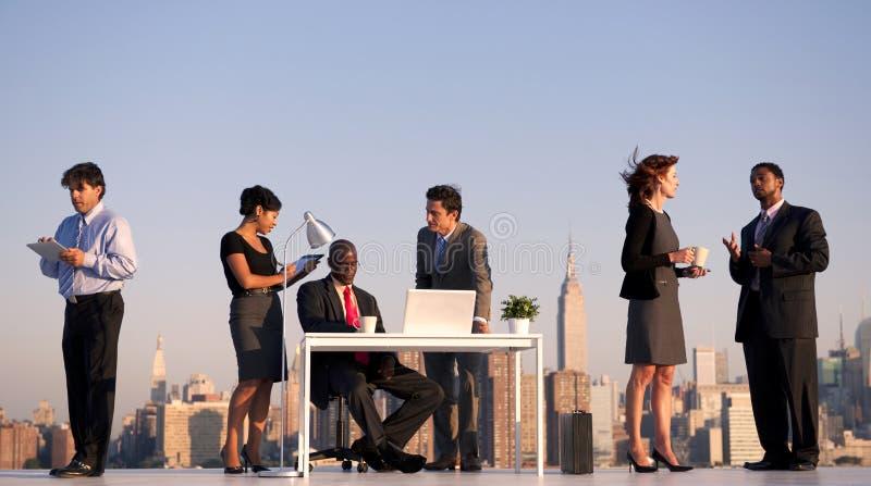 Riunione d'affari all'aperto in New York fotografie stock libere da diritti