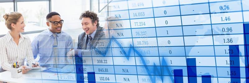 Riunione d'affari alla finestra con la transizione blu del grafico di finanza fotografia stock libera da diritti