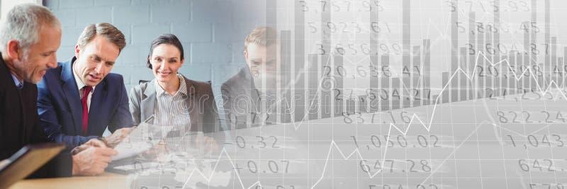 Riunione d'affari con la transizione grigia del grafico di finanza fotografie stock libere da diritti