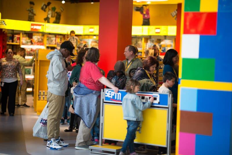 RIUNIONE DI PLYMOUTH, PA - 6 APRILE: Grande apertura del centro Filadelfia, PA di scoperta di Legoland il 6 aprile 2017 fotografia stock libera da diritti
