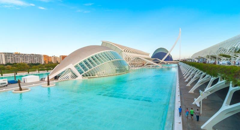 Riunione di sera alla L ` emisferico a Valencia, città delle arti e delle scienze fotografia stock libera da diritti