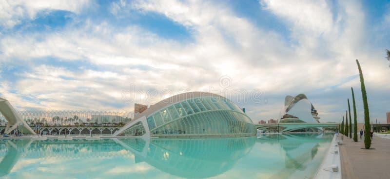 Riunione imminente di sera alla L ` emisferico a Valencia, città delle arti e delle scienze immagini stock libere da diritti