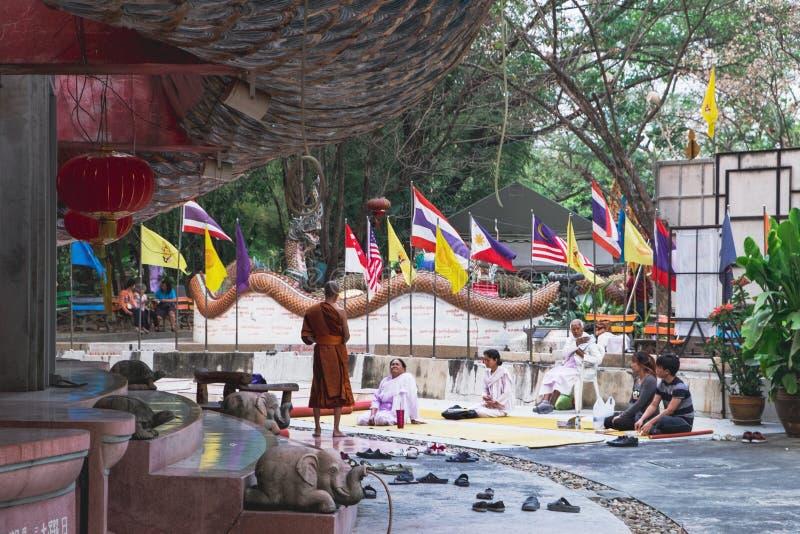Riunioni religiose in Wat Samphran, Tailandia fotografia stock