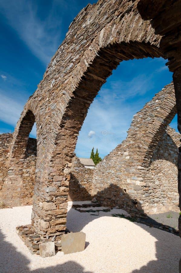 Riuns architecturaux au cimetière près de Lastours photographie stock libre de droits