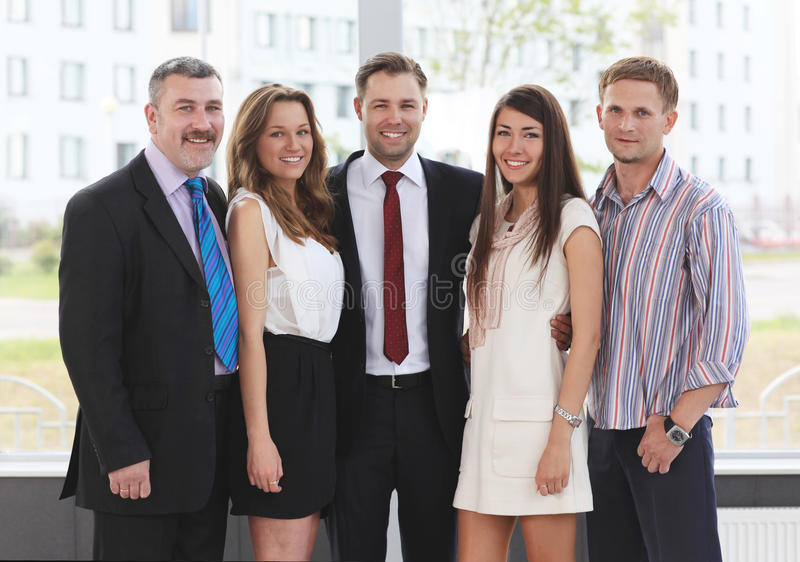 Riuscita squadra di affari che ride insieme fotografie stock libere da diritti