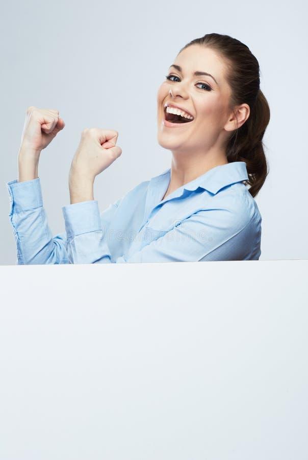 Riuscito giovane ritratto della donna di affari fuori il bianco in bianco b immagini stock libere da diritti