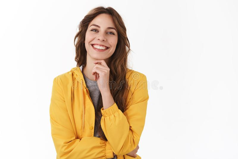 Riuscito giovane sorridere femminile felice delle free lance contentissimo per godere del viaggio personale di raccolto di vacanz fotografia stock libera da diritti