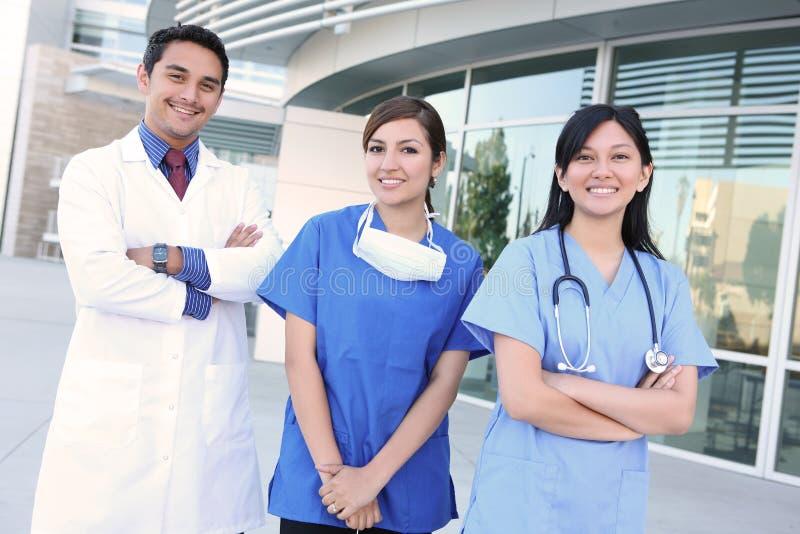 Riuscito gruppo di medici felice fotografia stock libera da diritti