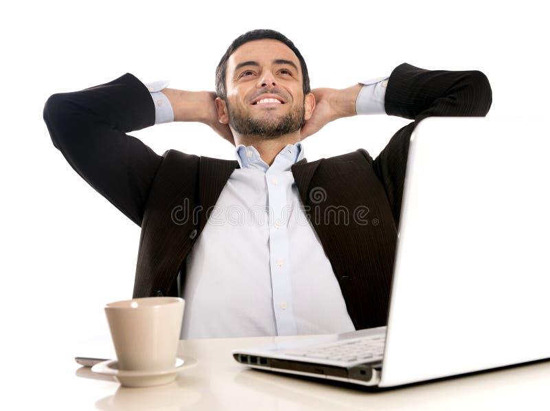 Riuscito uomo d'affari rilassato e soddisfatto fotografie stock