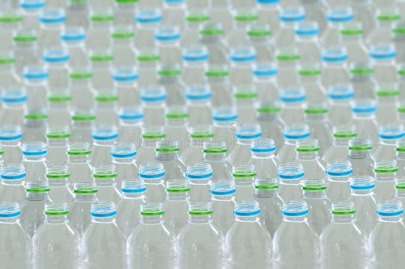 Riutilizzazione di plastica per il riciclaggio del mondo di protezione dell'ambiente di concetto per riciclare immagine stock libera da diritti