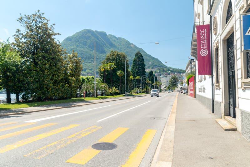 Riva Antonio Caccia-Straße am sonnigen Tag lizenzfreie stockfotografie