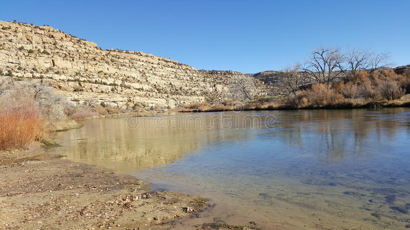 Riva del fiume sul San Juan River immagini stock