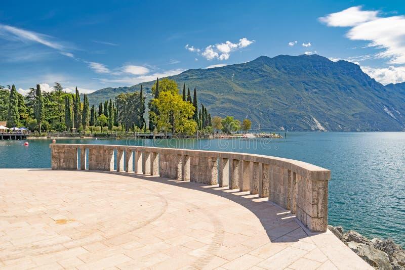 Riva del Garda - sjö, Italien arkivbilder