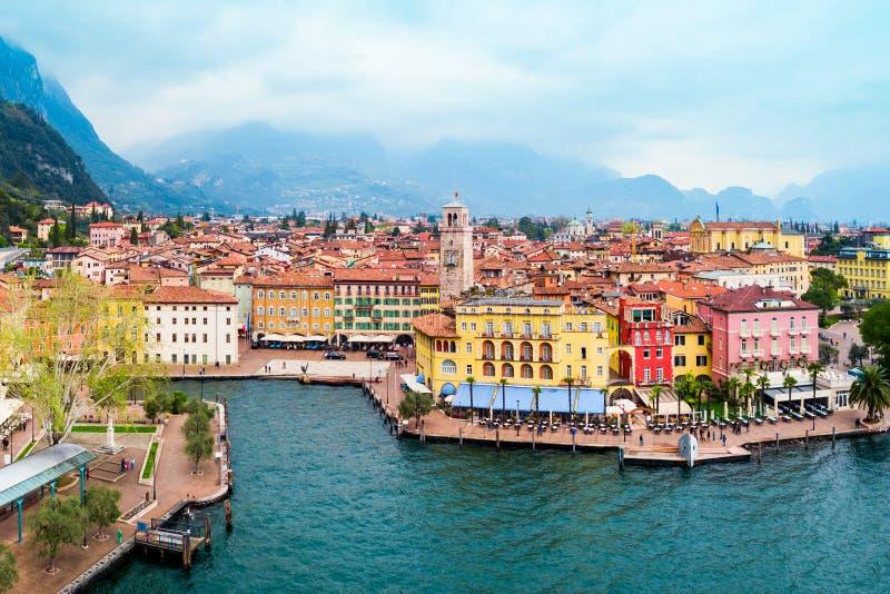 Riva del Garda stad, Italien arkivfoton
