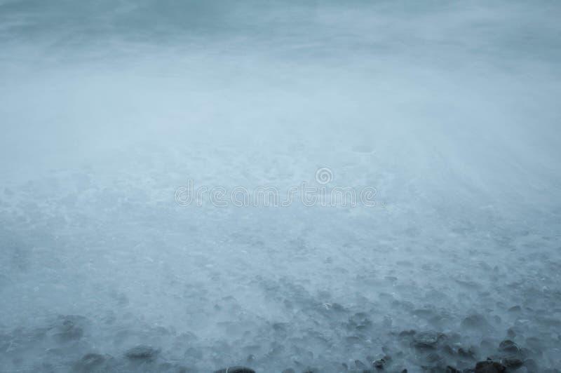 Riva della spiaggia rocciosa fotografie stock