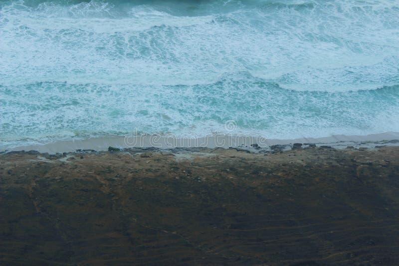 Riva di mare blu calma fotografie stock libere da diritti