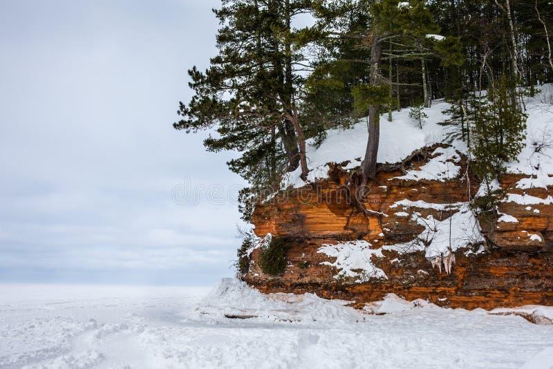 Rivage congelé du lac Supérieur avec l'espace de copie photographie stock libre de droits