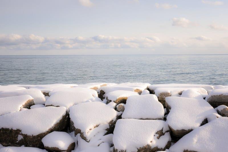 Rivage de l'hiver du lac Ontario photographie stock