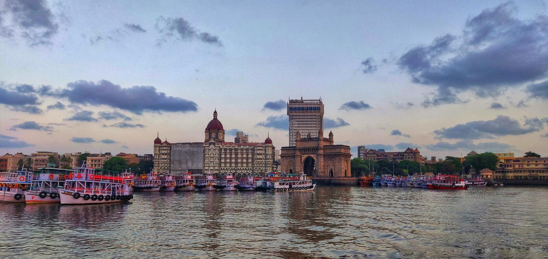 Rivage de Mumbai, bunder d'appolo, passage palais d'Inde, le Taj Mahal, bateaux, mer, la Mer d'Oman, colaba photographie stock