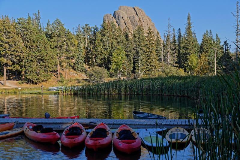 Rivage de Sylvan Lake en Custer State Park photographie stock