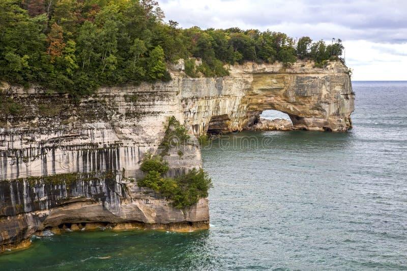Rivage du lac Supérieur au Michigan image stock