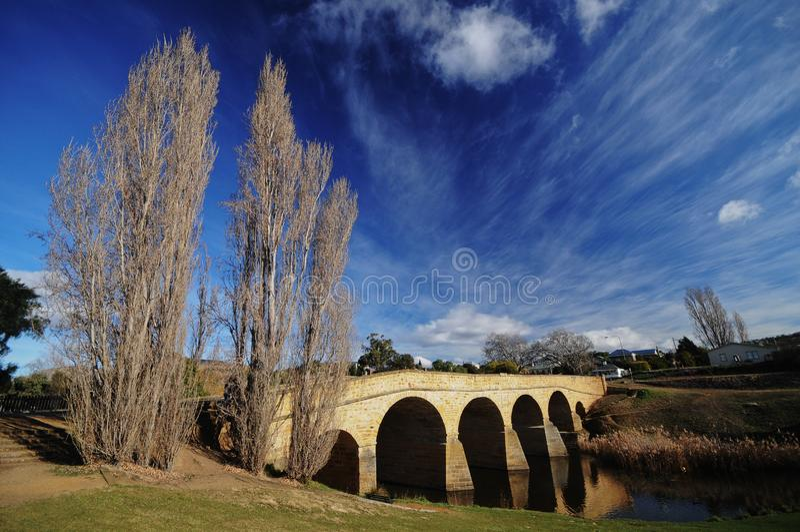 Rive d'hiver près de pont de Richmond dans l'Australie de la Tasmanie photo libre de droits