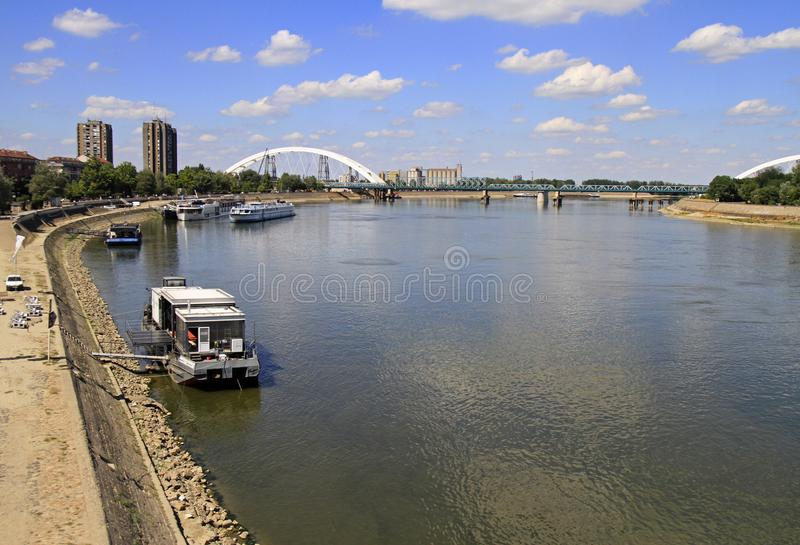Rive de rivière Danube à Novi Sad photos stock