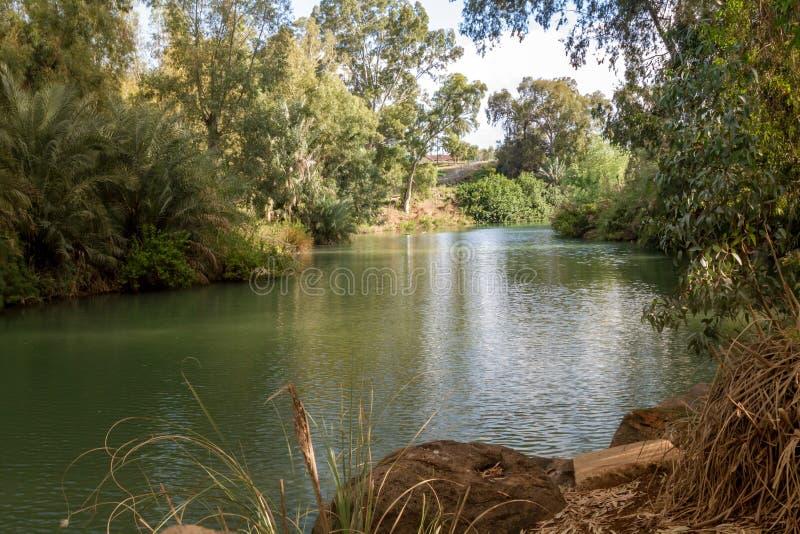 Rive di Jordan River al sito battesimale, Israele fotografie stock libere da diritti