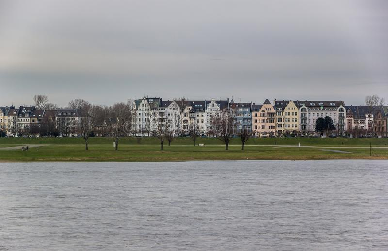 Rive le Rhin Dusseldorf Allemagne photographie stock