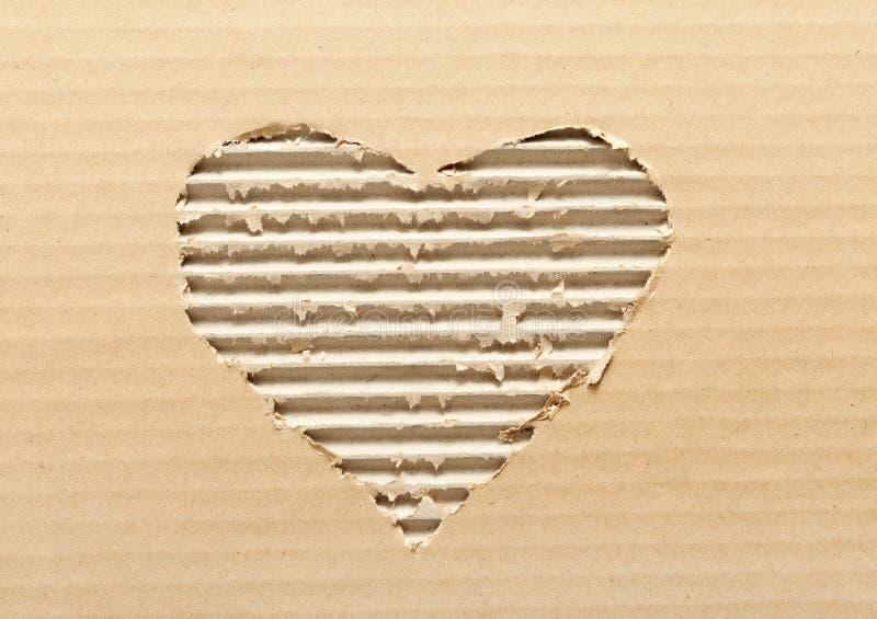 Riven sönder hjärta formad papp royaltyfria bilder