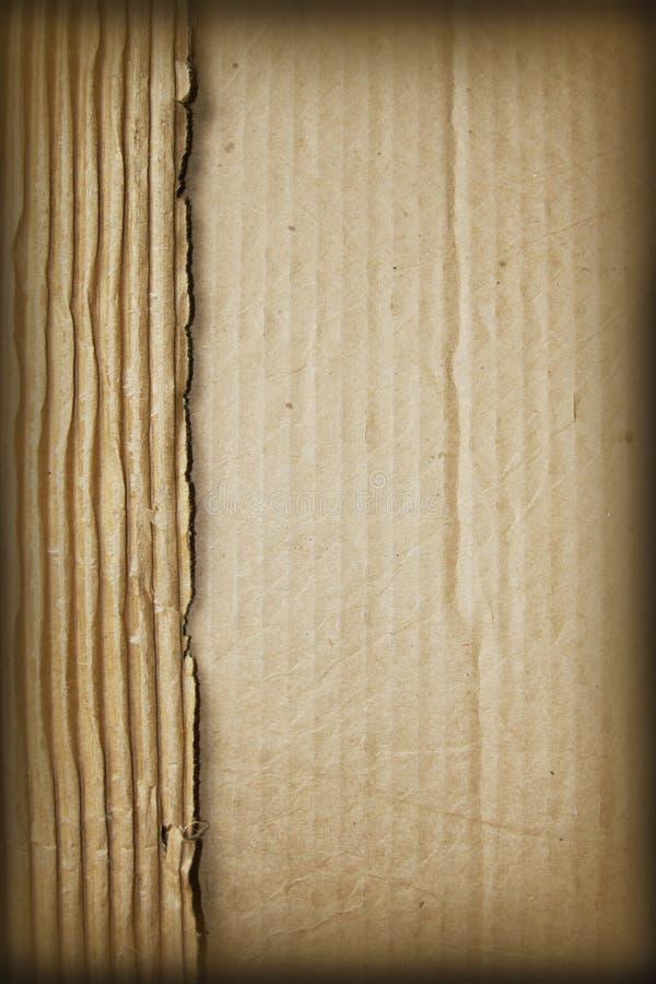 riven sönder papp arkivfoton