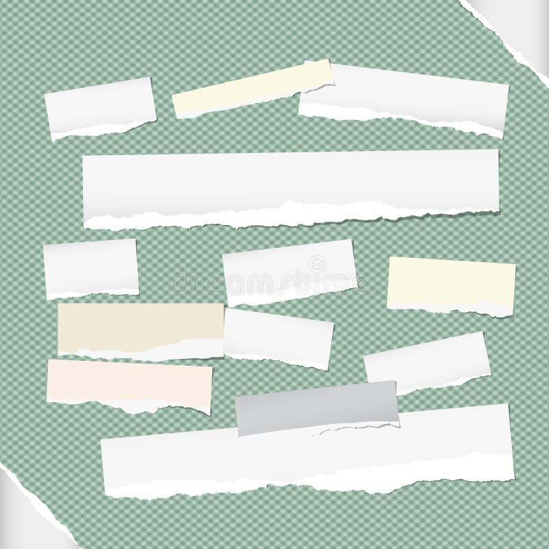 Riven sönder vit anmärkning, anteckningsbok, förskriftsbokremsor som klibbas på kvadrerad grön bakgrund, och papper på hörn stock illustrationer