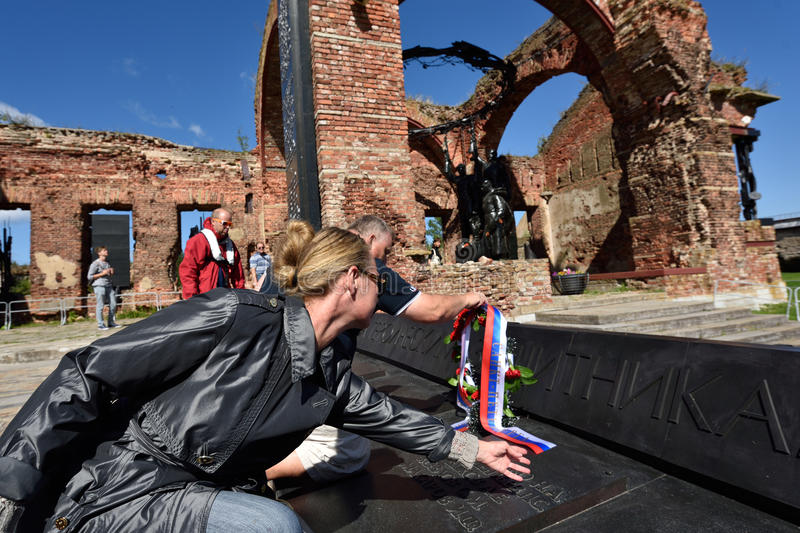 River marathon Oreshek Fortress race in St. Petersburg, Russia. Oreshek fortress, Leningrad oblast, Russia - August 15, 2015: Organizers laying flowers to the stock images