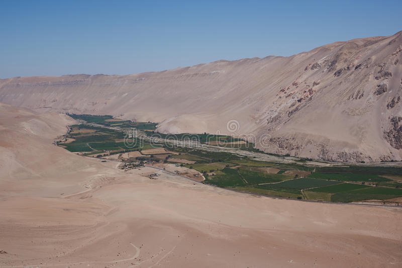 River Valley в пустыне стоковое фото