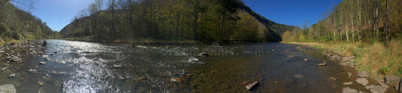 River Valley Ruhe lizenzfreie stockfotografie