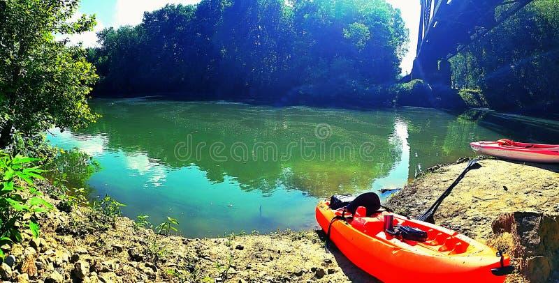 riverbank photos libres de droits