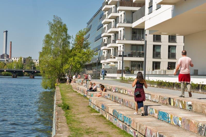 Riverbank de la diversión en Berlín, Alemania imagen de archivo