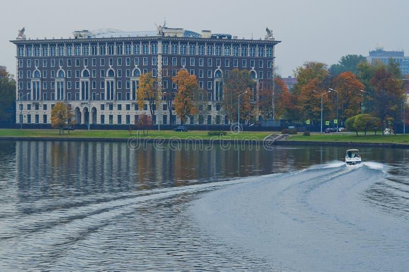 Riverbank Nevka royalty-vrije stock foto