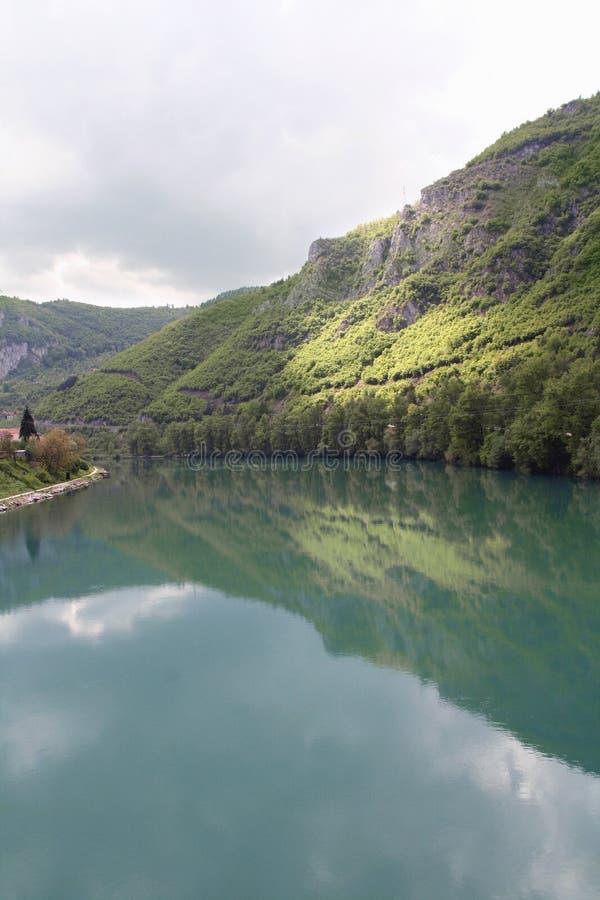 Riverbank van Drina, Bosnia royalty-vrije stock foto's