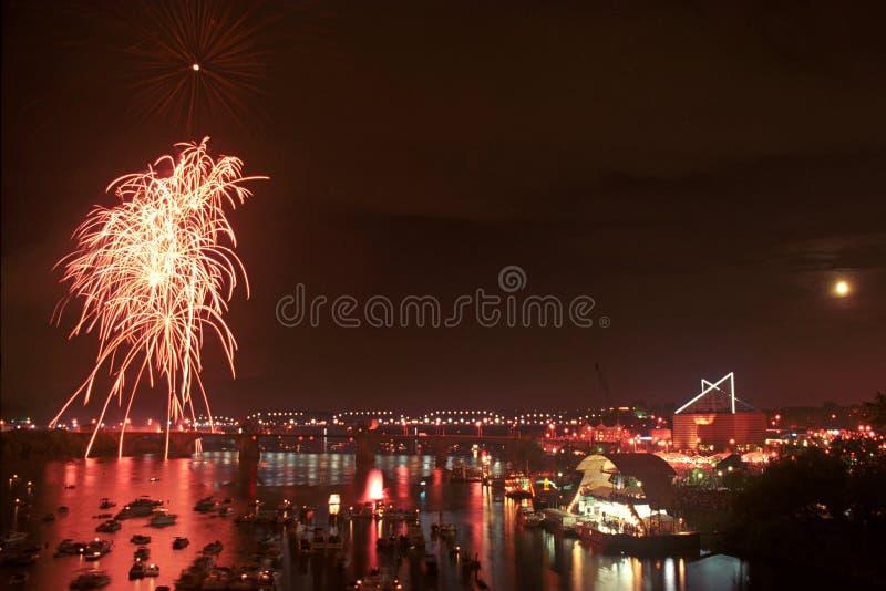 RiverBend-Feuerwerke Chattanooga Tennessee lizenzfreie stockfotografie