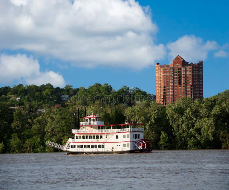 Riverboat della ruota a pale fotografie stock libere da diritti