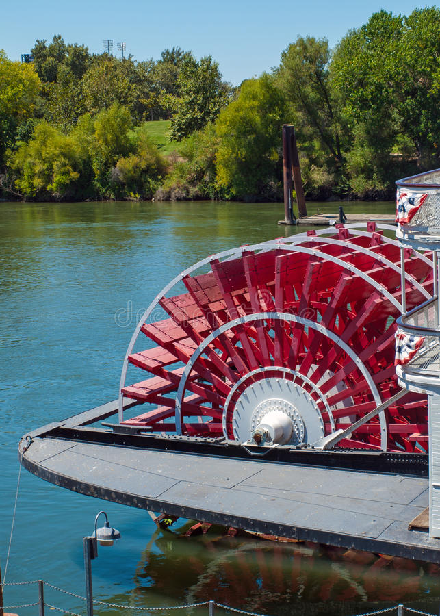 Free Riverboat Paddle Wheel In A River Stock Photos - 32711483