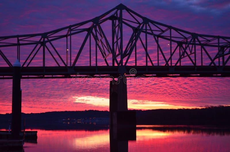 Riverfrontzonsopgang #1 royalty-vrije stock afbeeldingen