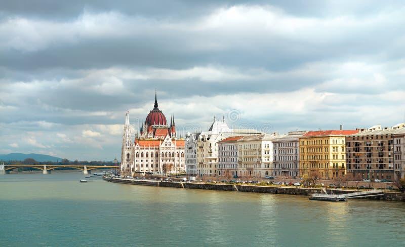 Riversadepanorama van Centraal Boedapest met Parlementsgebouw royalty-vrije stock fotografie
