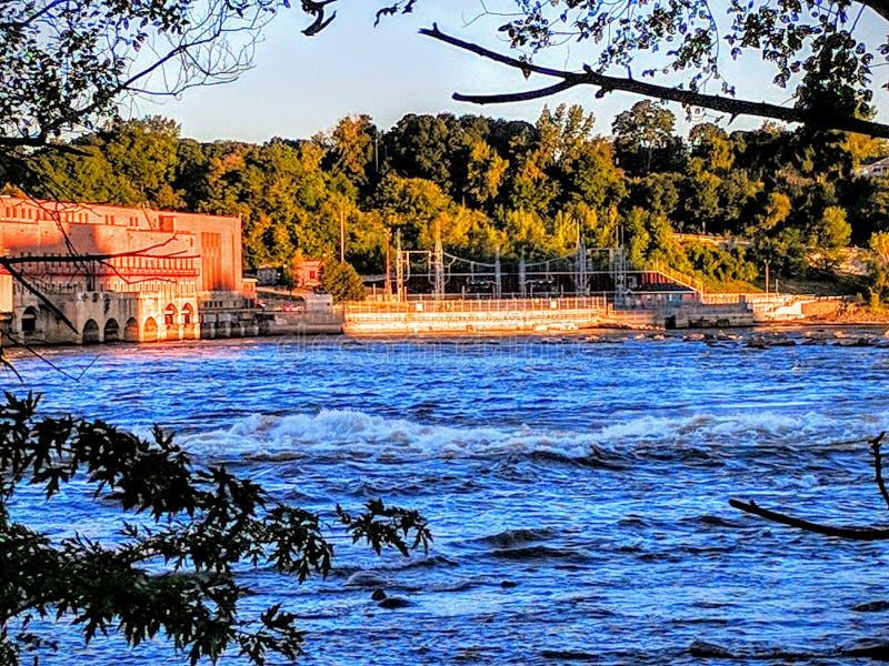 Riverside Damp royaltyfria bilder