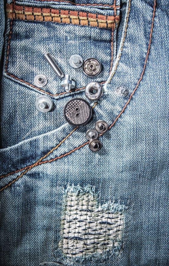 Riverts на джинсах стоковая фотография