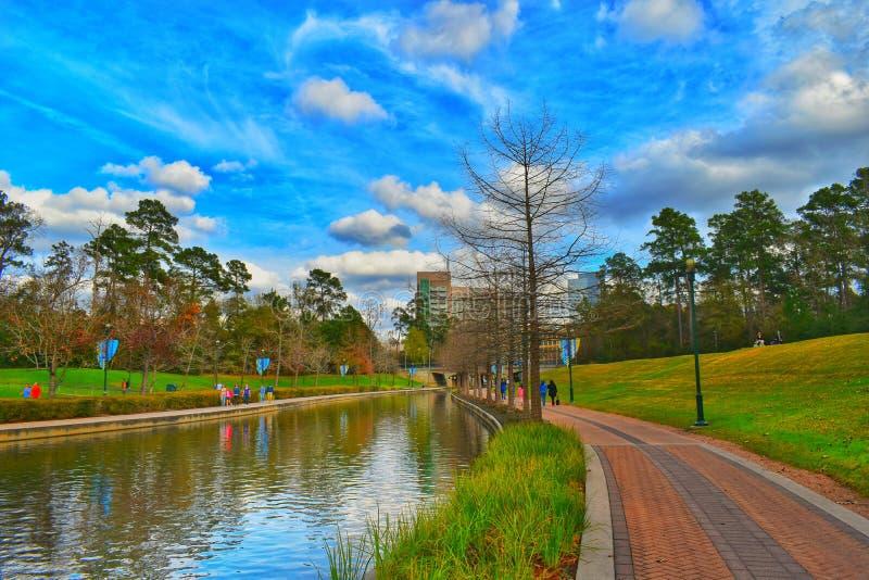 Riverwalk en el arbolado, Houston, Tejas foto de archivo libre de regalías