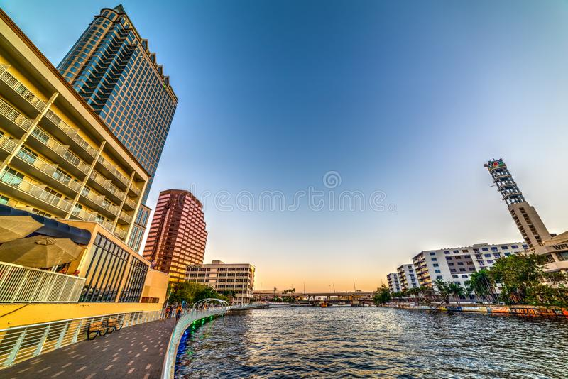 Riverwalk hermoso en la puesta del sol foto de archivo